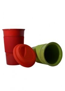Caneca de ceramica colorida, com tampa e luva protetora