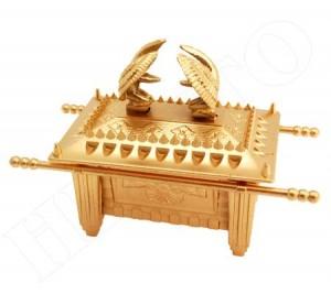 Arca da Aliança em plástico com acabamento dourado