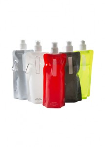 Squeeze dobrável com mosquetão, capacidade para 480 ml. Nas cores: Transparente, preto, prata, verde, laranja, vermelho, rosa, azul e roxo