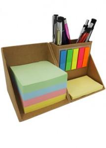 Bloco de anotações com post-its coloridos