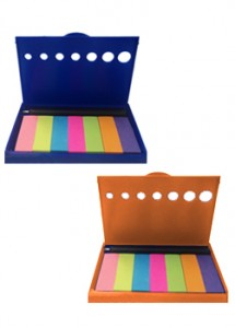 Porta post-it de plástico com mini caneta e post-its coloridos, material plástico resistente.