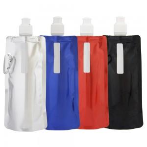 Squeeze dobrável com mosquetão, material de plástico. Capacidade para 480 ml