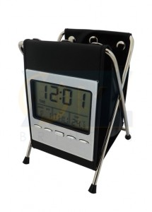 Relógio digital com termometro, alarme, data e porta caneta de couro com metal